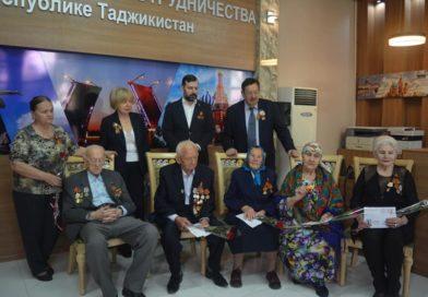 В Русском доме Душанбе Посол России в Таджикистане Игорь Лякин-Фролов поздравил ветеранов с 76-летием Великой Победы
